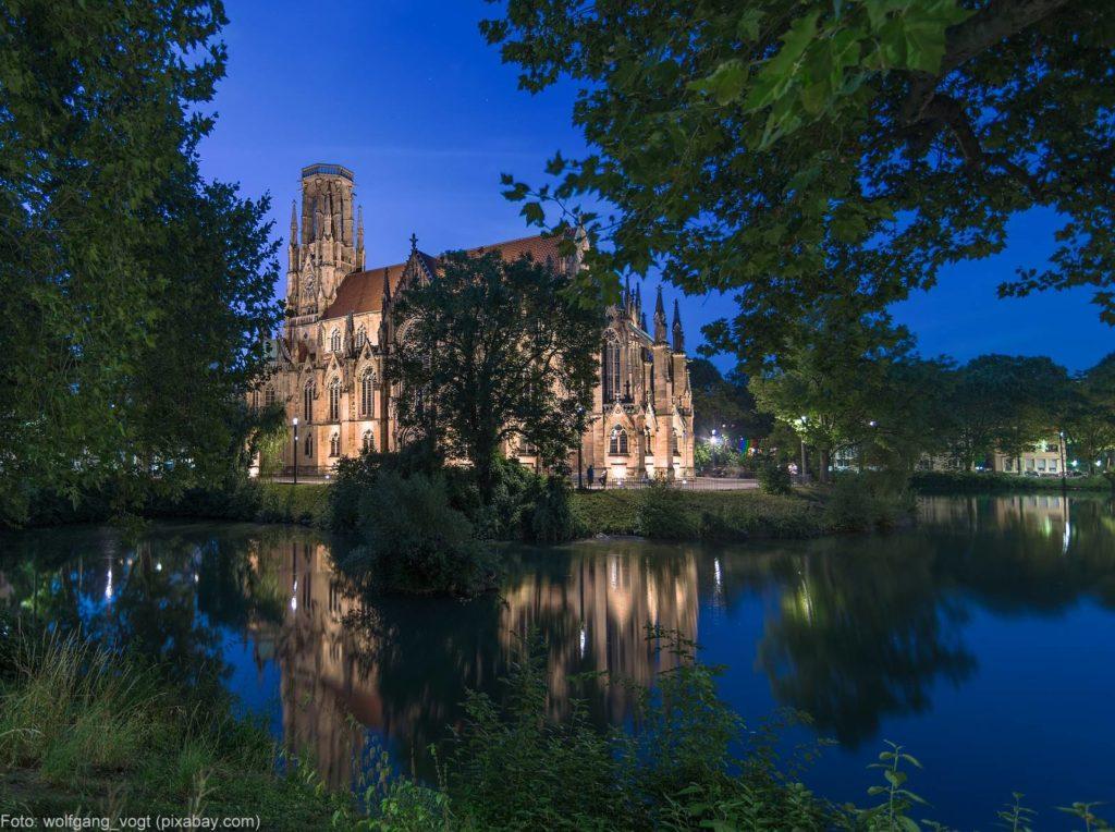 Johanneskirche Stuttgart am Abend